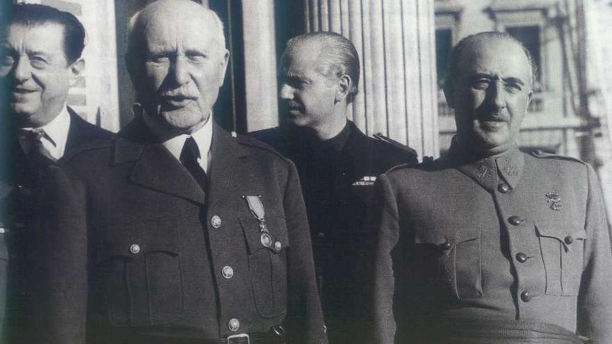 Franco junto al Mariscal Pétain y a Ramón Serrano Suñer.