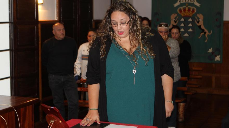 Esther Nazco toma posesión como concejal de El Paso.
