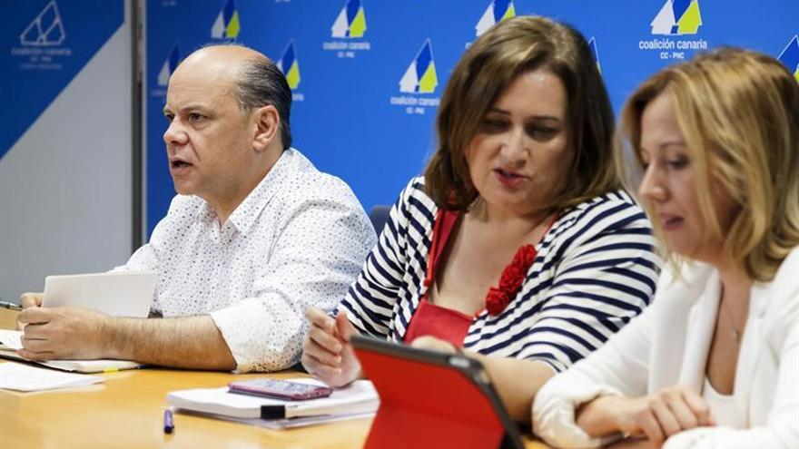 Guadalupe González, junto a José Miguel Barragán y Rosa Dávila. (EFE/Ramón de la Rocha)