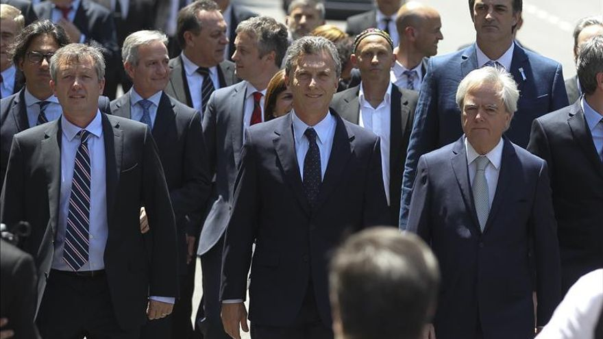 Macri anuncia eliminación de impuestos a las exportaciones industriales
