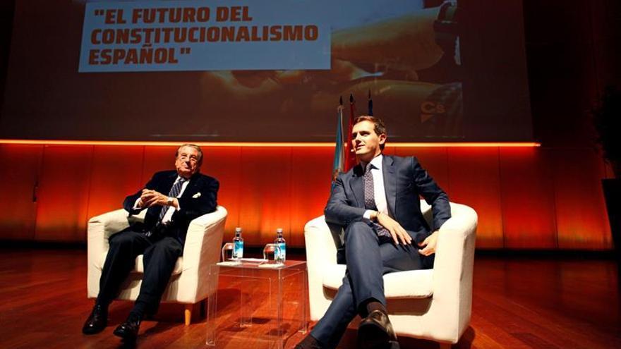 Rivera y Paco Vázquez, durante el acto en A Coruña