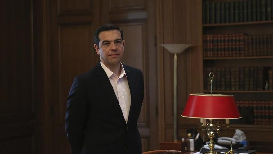 El primer ministro griego ingresado de urgencia para ser operado de una hernia