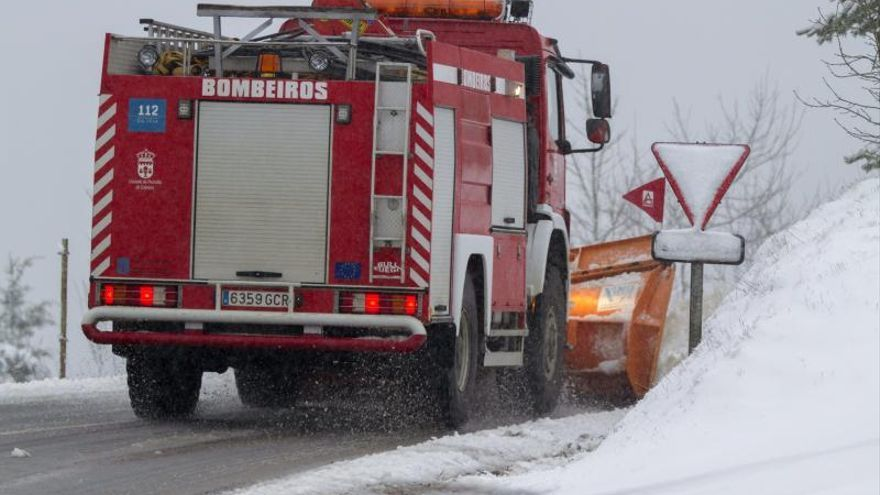 La nieve vuelve a poner en alerta a media España