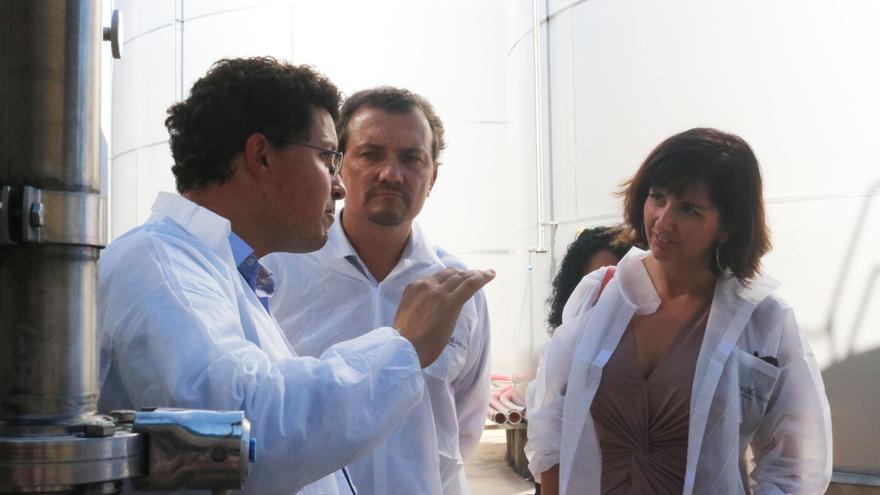Orlena de Miguel durante su visita a Bodegas Navarro López