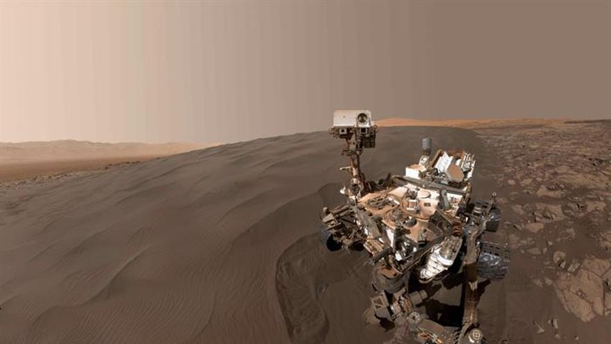 El 'Curiosity' en la duna Namib de Marte