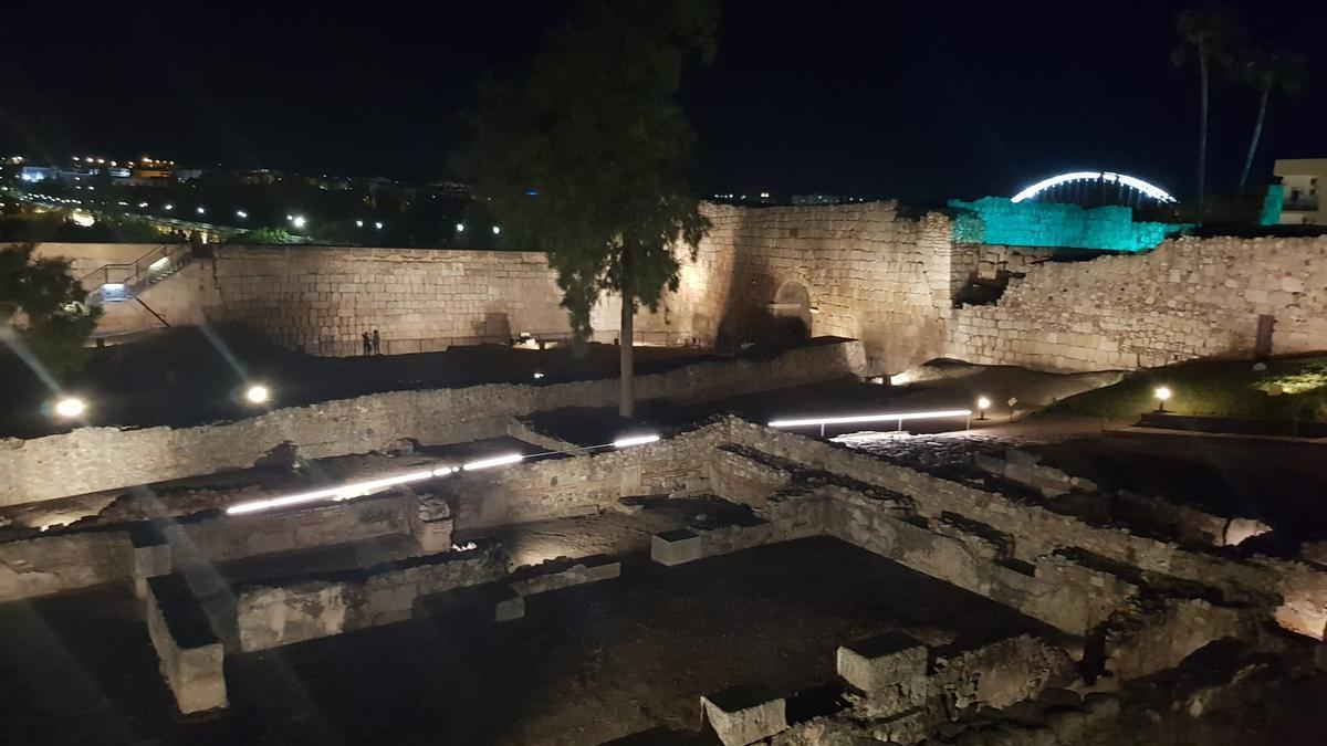 Paseo nocturno por la Alcazaba de Mérida