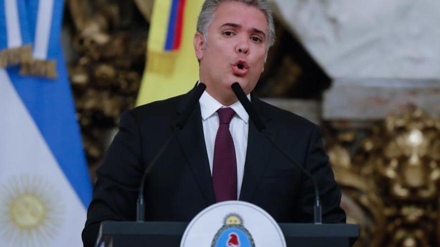 Iván Duque saluda en Buenos Aires a la representante de Guaidó en Argentina