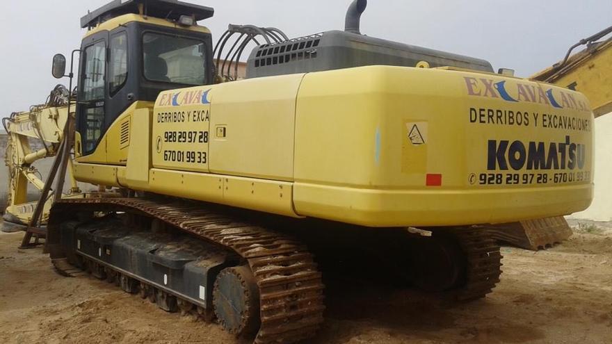Una de las máquinas de la empresa de excavación de la familia Naranjo.
