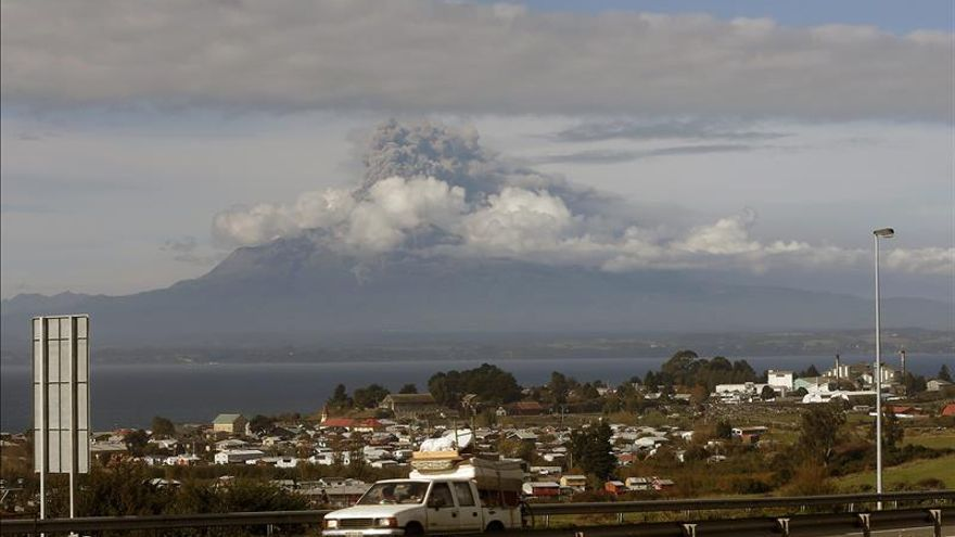 Advierten que erupción de volcán chileno Calbuco podría durar meses