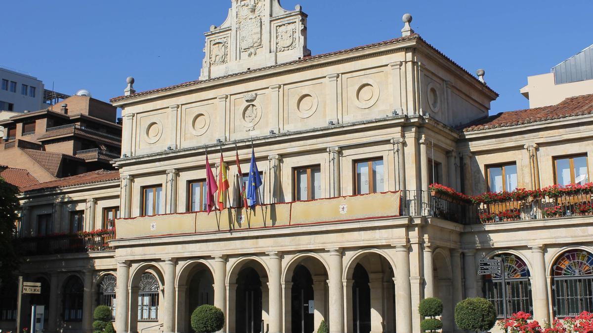 El Ayuntamiento de León en una imagen de archivo.