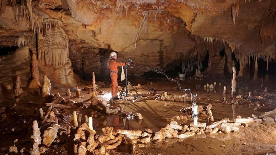 Los primeros Neandertales ya exploraban el subsuelo y controlaban el fuego