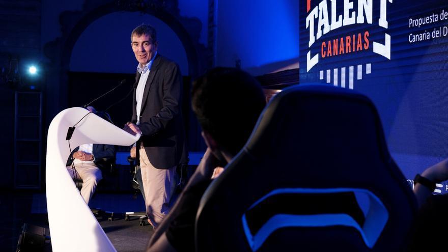 Fernando Clavijo durante el 'eSport Talent Canarias'