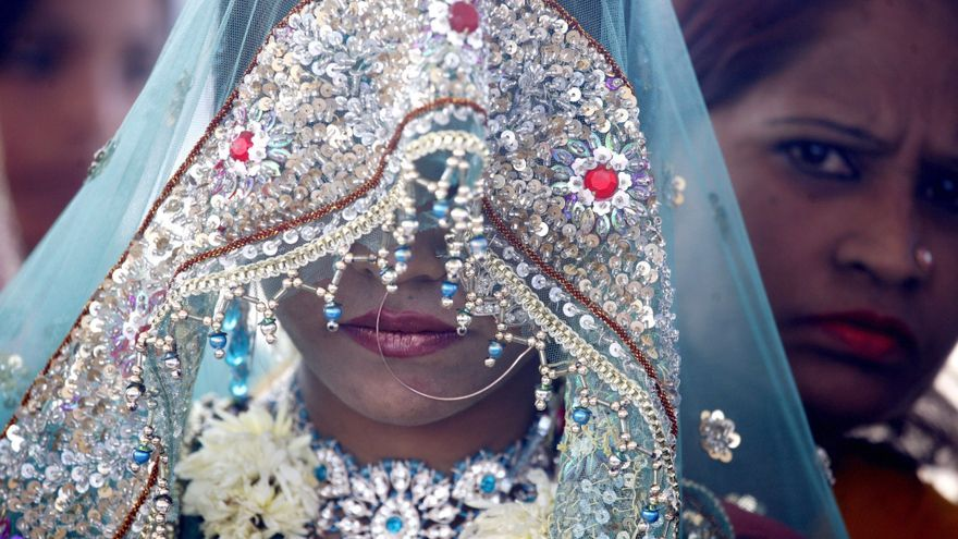 Novia india  en una ceremonia de matrimonio masivo en Bhopa./ Fotografía: Sanjeev Gupta (Efe)