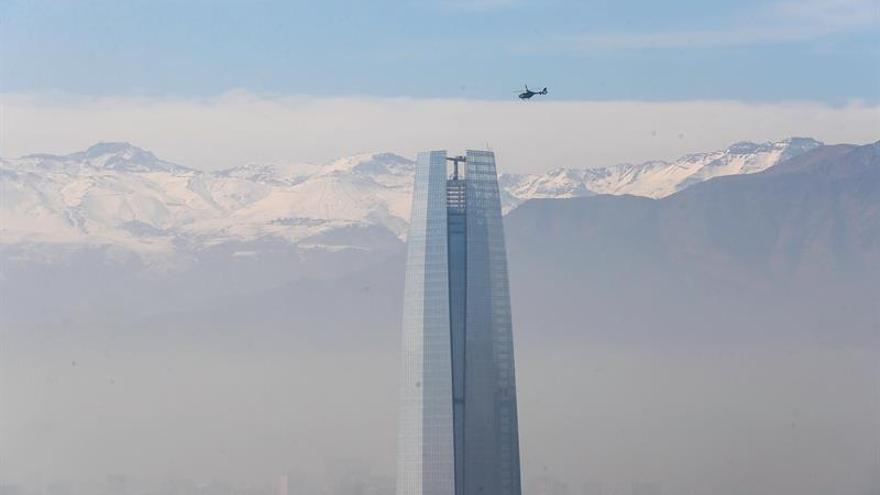 La capital chilena hace frente a la contaminación más fuerte de los últimos años