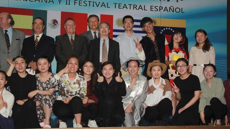 Un grupo teatral chino en español celebra a Cervantes y a Borges
