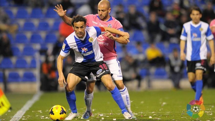 Momento del partido entre el Hércules y el CD Tenerife. LFP