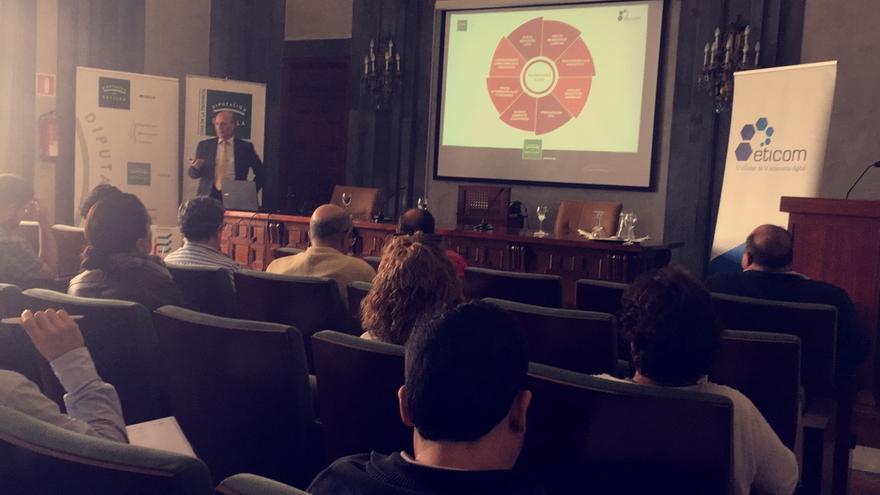 Vicente Moncholí, Presidente de MCA Consultores, en su conversatorio sobre Protección de Datos/ Foto: MB