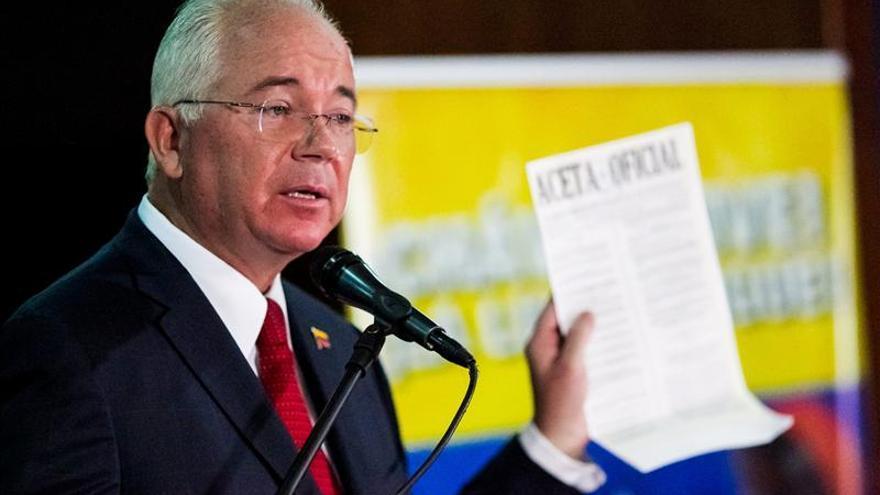 Maduro llama a los empresarios venezolanos a invertir en Venezuela