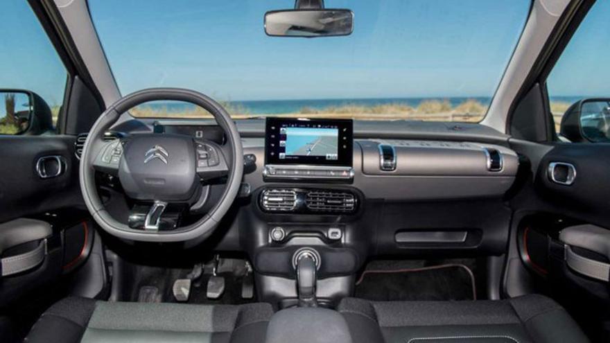 El salpicadero del Citroën C4 Cactus está coronado por una pantalla táctil de 7 pulgadas que agrupa la mayoría de las funciones.