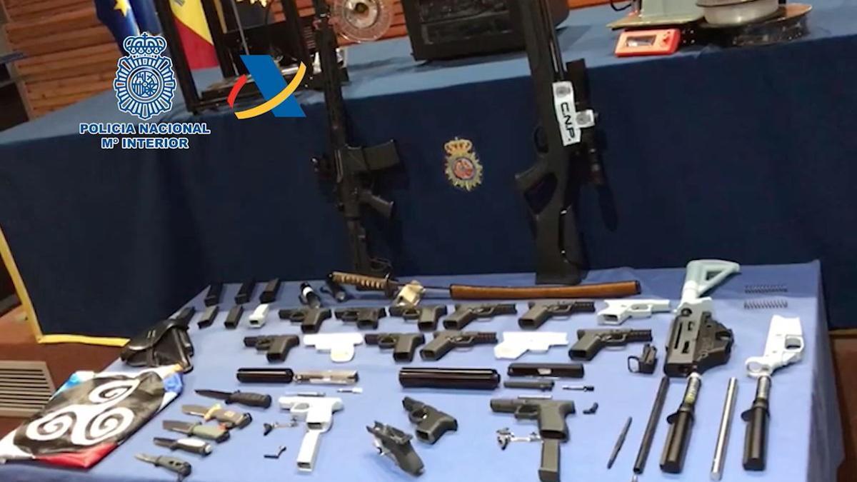 Arsenal requisado al detenido al hallar el primer taller ilegal de armas 3D de España