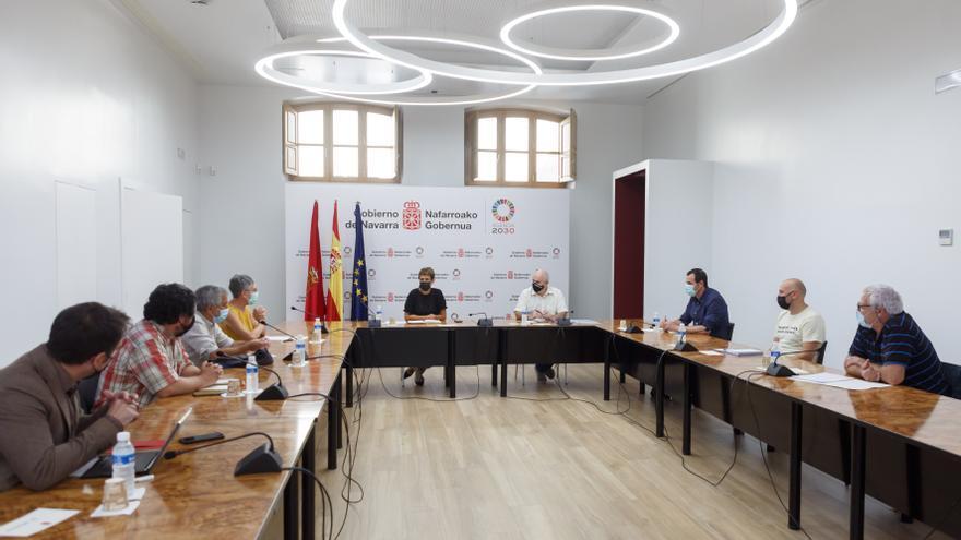 Reunión de María Chivite y José María Aierdi con representantes de la Mesa del Pirineo