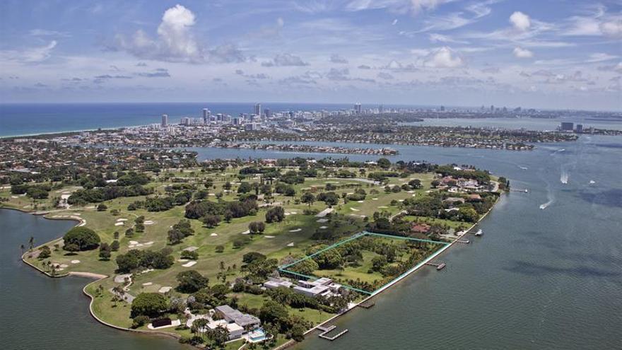Julio Iglesias pone a la venta un terreno en Miami por 150 millones de dólares