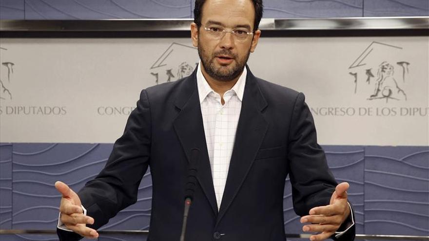 El PSOE asegura que el Gobierno ha perdido la vergüenza y la decencia por reunirse con Rato