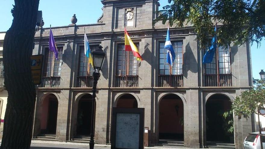 Sede principal del Ayuntamiento lagunero, junto a la plaza del Adelantado