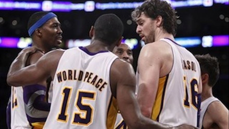 Bryant, Gasol y Howard lideran el triunfo.