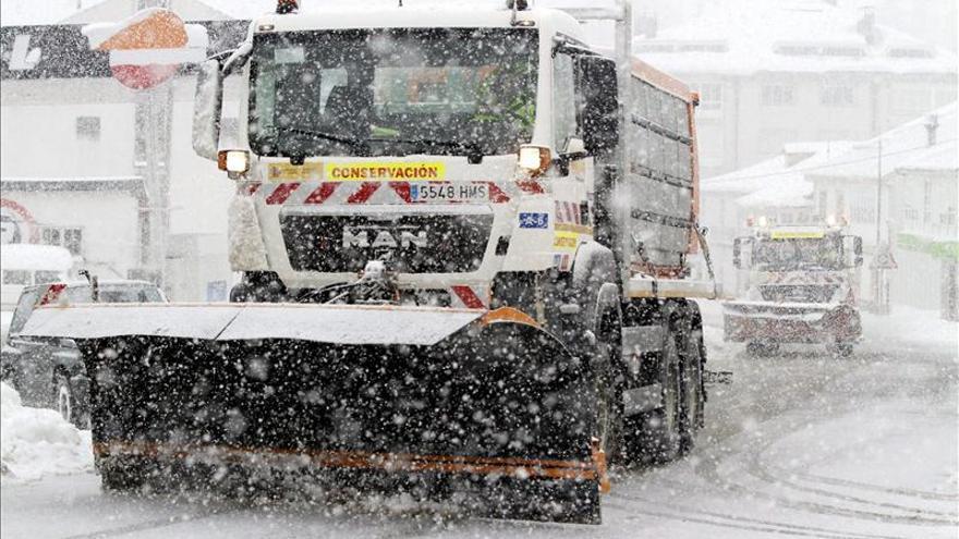 La nieve, el viento o el riesgo de aludes prolongan las alertas en toda España