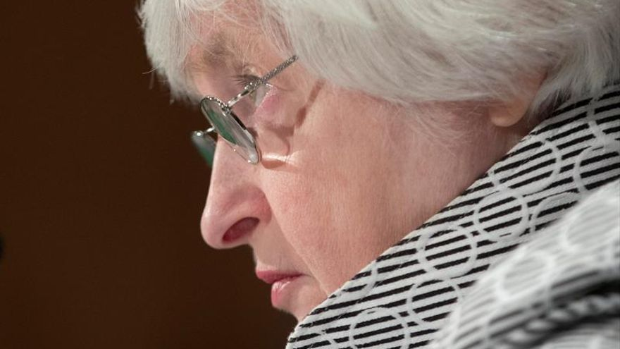 Yellen acepta reducir la regulación financiera para la banca local de EE.UU.