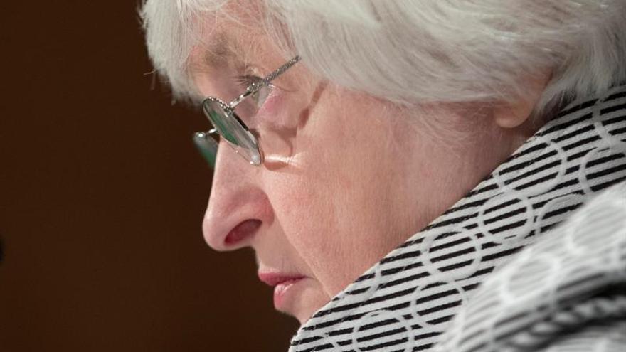 Yellen acepta reducir la regulación financiera para la banca local de EE.UU.