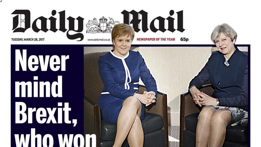 Portada sexista del Daily Mail con la imagen de Theresa May y Nicola Sturgeon.