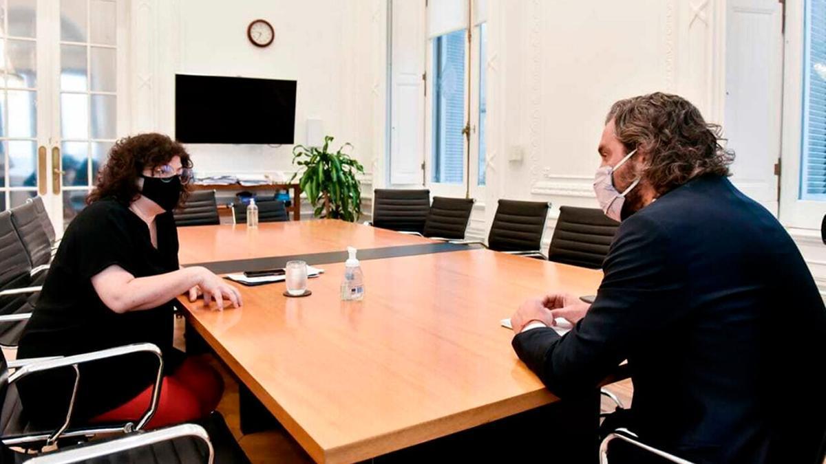 El jefe de Gabinete Santiago Cafiero y la ministra de Salud Carla Vizzotti por la tarde se reunieron con un grupo de epidemiólogos y expertos.