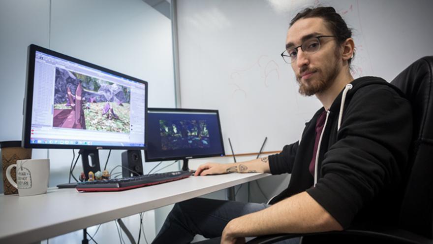 Daniel García en su estudio de arte digital 'Polygonal Mind'