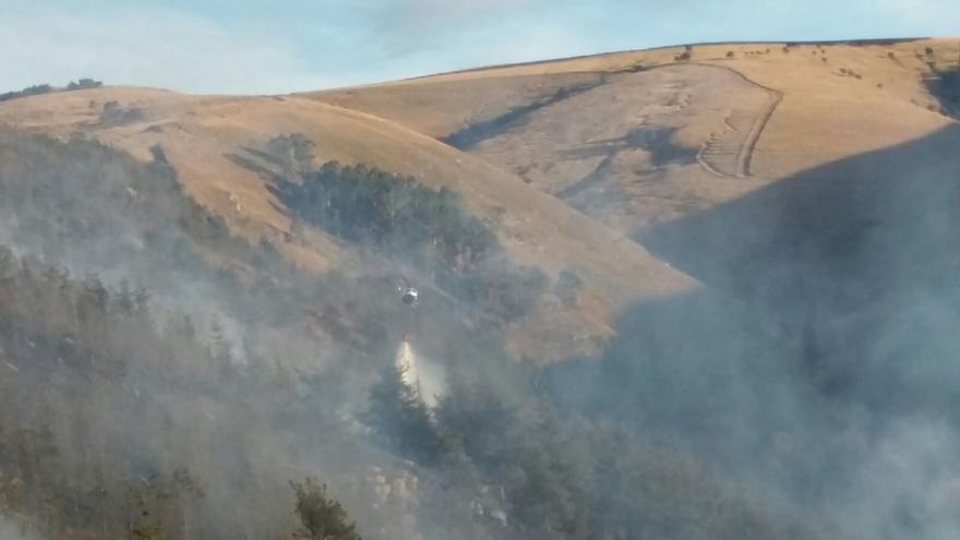 Se elevan a 25 los incendios en Cantabria, donde siguen trabajando dos hidroaviones del MAGRAMA