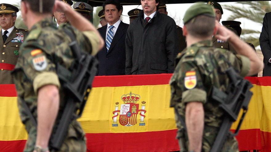José María Aznar y su ministro de Defensa, Federico Trillo, en 2004.
