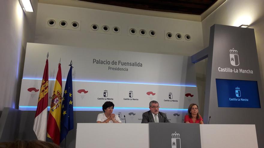 Rueda de prensa del consejero de Edudación de Castilla-La Mancha, Ángel Felpeto