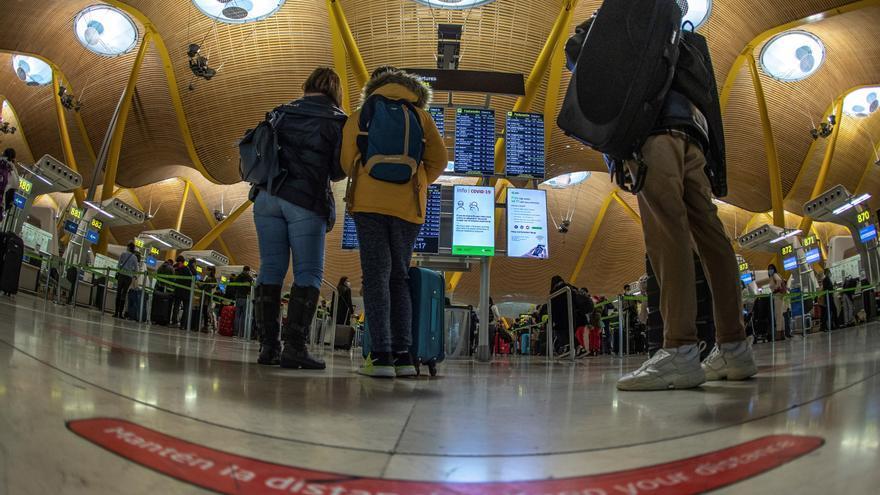 Los epidemiólogos piden cuarentenas de 14 días a viajeros de países de riesgo
