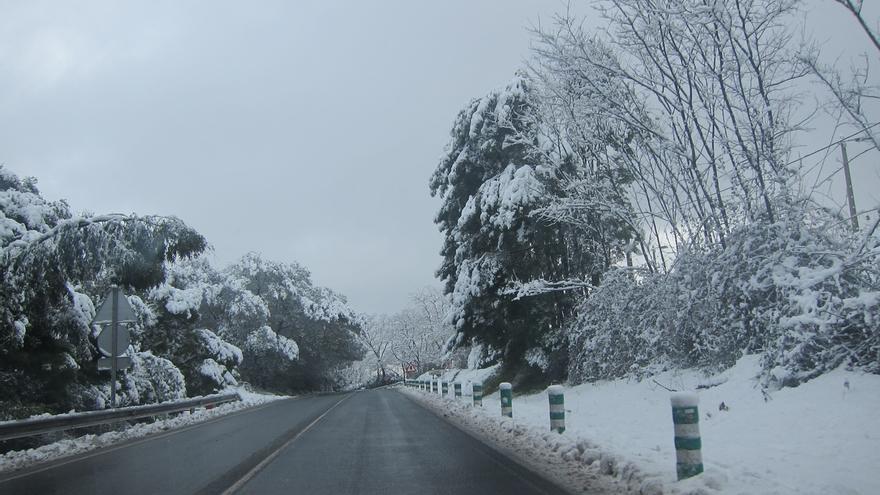 Cerrado por nieve el puerto alavés de Opakua para camiones y vehículos articulados