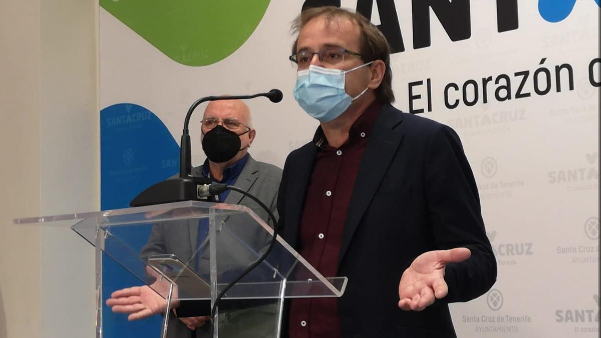 Ramón Trujillo, Unidas Podemos (I), y Manuel Marrero, Sí Podemos (D)