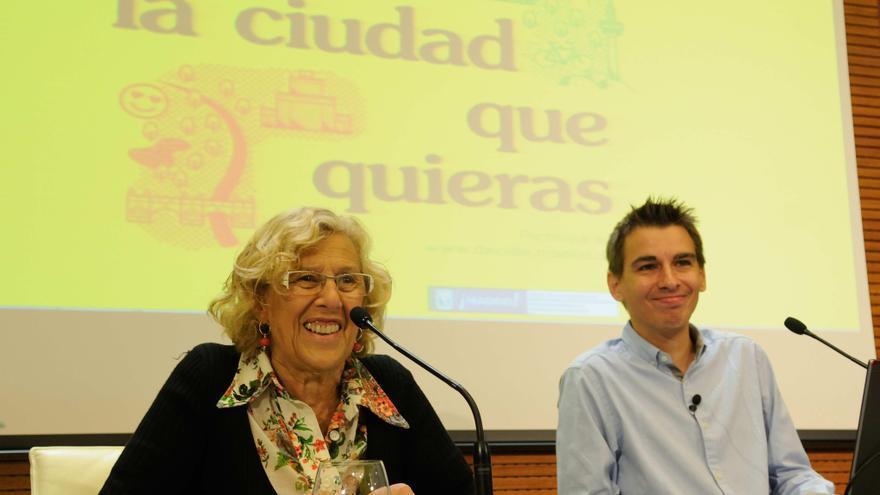 Manuela Carmena y Pablo Soto presentan la web de consultas ciudadanas. / Ayuntamiento de Madrid
