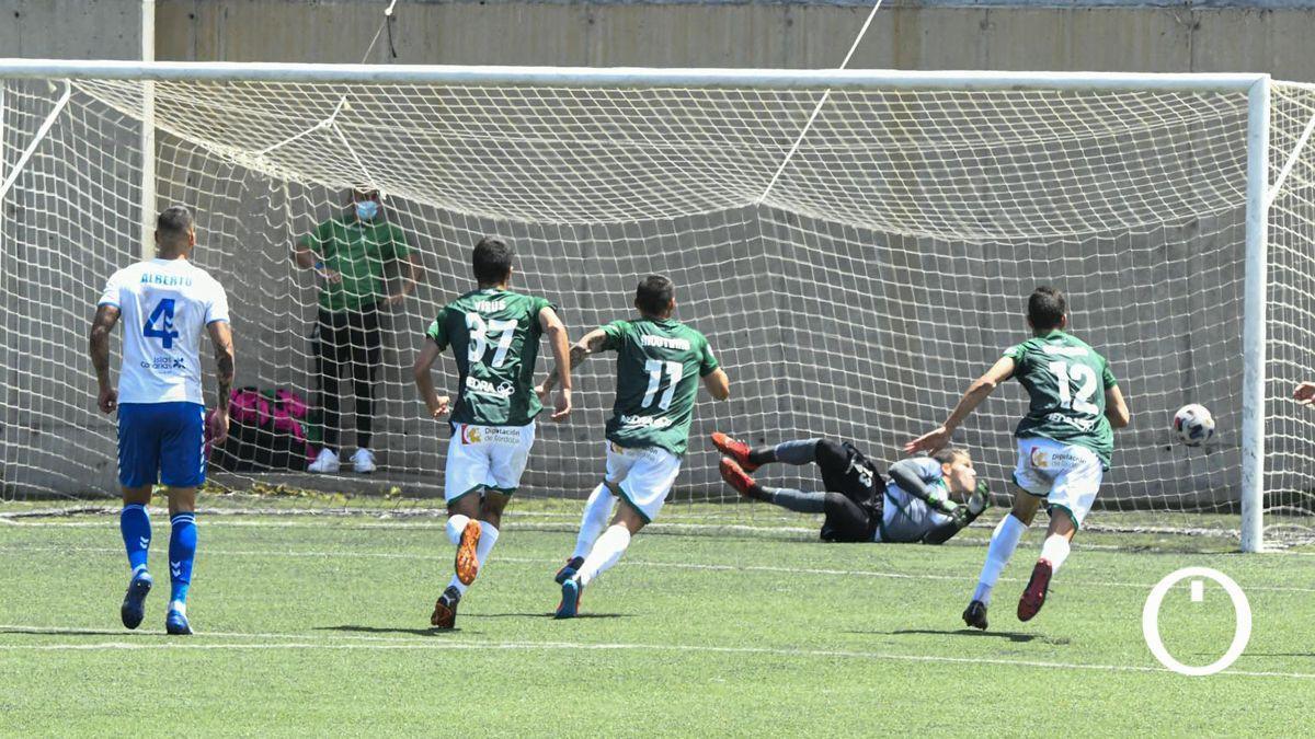 Isaac Becerra, tras detener el penalti en Tamaraceite.