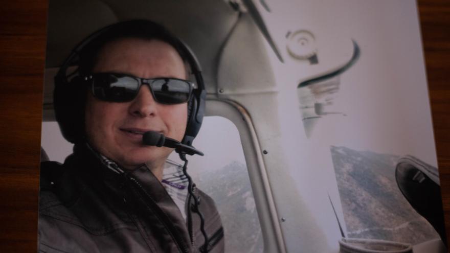 El piloto Jorge David Coughanour fue asesinado el 10 de abril de 2017. Los medios lo presentaron como el piloto de Los Salazar y el padre de Jorge David lo desmintió. No se investigó el crimen ni la filtración de información falsa. De: Colectivo 23 de marzo.