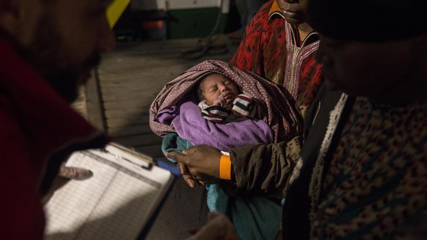 Bebé rescatado por la ONG Proactiva Open Arms