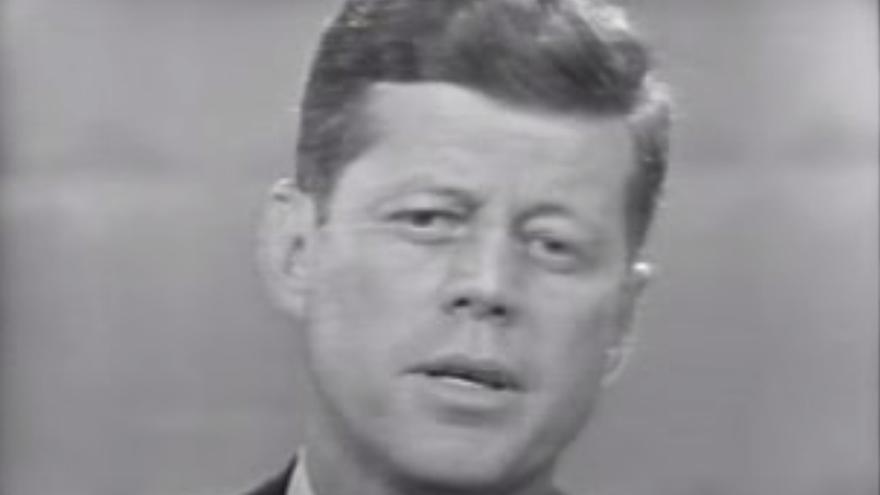 Si Kennedy iba bronceado, no se notaba mucho en una televisión en blanco y negro.