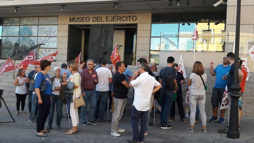 Concentración de vigilantes de seguridad en el Museo del Ejército de Toledo
