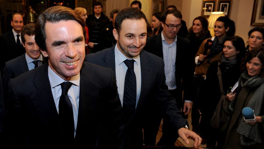 De izquierda a derecha, el líder del PP, Pablo Casado, el expresidente del Gobierno José María Aznar y el líder de Vox, Santiago Abascal, en un acto de aniversario de la fundación DENAES.