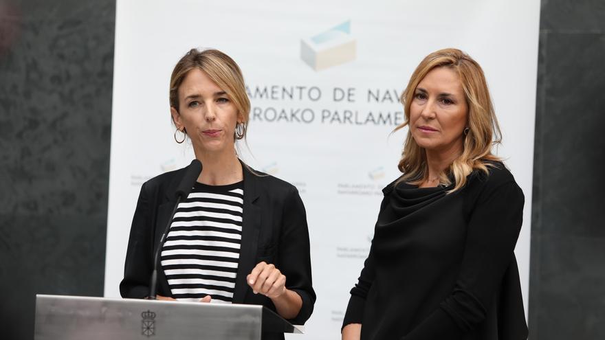 La portavoz del PP en el Congreso de los Diputados, Cayetana Álvarez de Toledo, acompañada de la presidenta del PPN (Navarra Suma), Ana Beltrán
