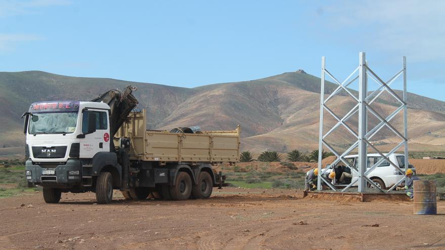 Instalación de torres de alta tensión en el municipio majorero de Antigua